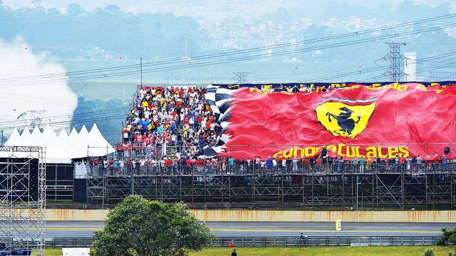 Torcida em Interlagos, durante treino classificatório para o GP do Brasil
