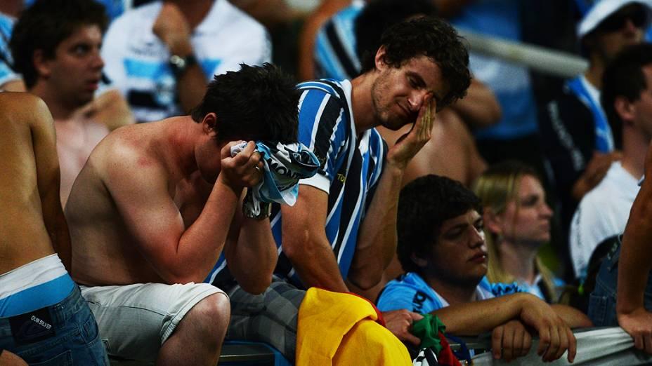 Torcedores do Grêmio emocionados durante inauguração da Arena em Porto Alegre