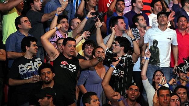 Torcida na arquibancada do UFC Rio, em agosto de 2011