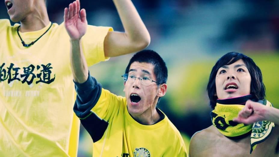 Torcedores no futebol japonês