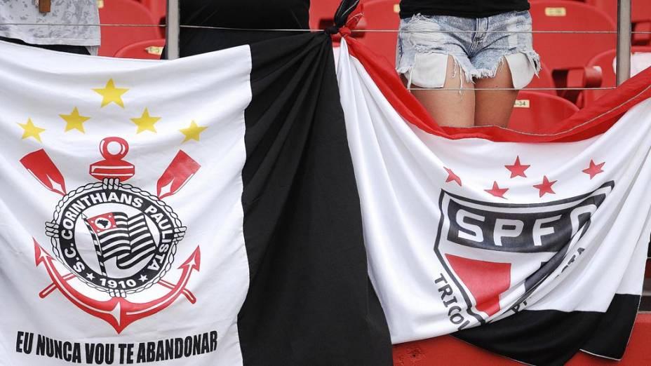 Torcedores antes da partida entre São Paulo e Corinthians na semifinal do Campeonato Paulista