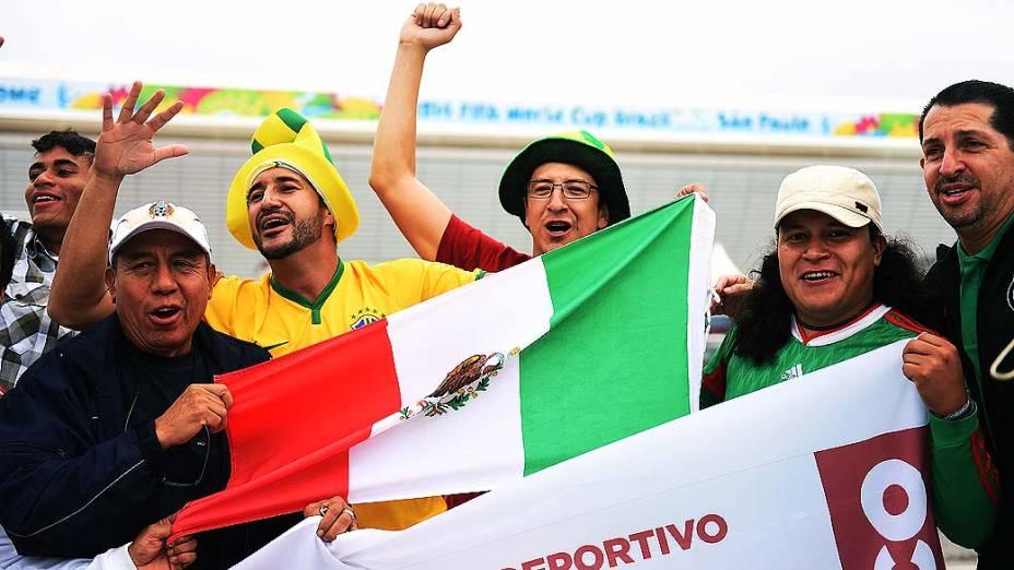 Torcedores acompanham o treino da seleção brasileira no Itaquerão, em São Paulo