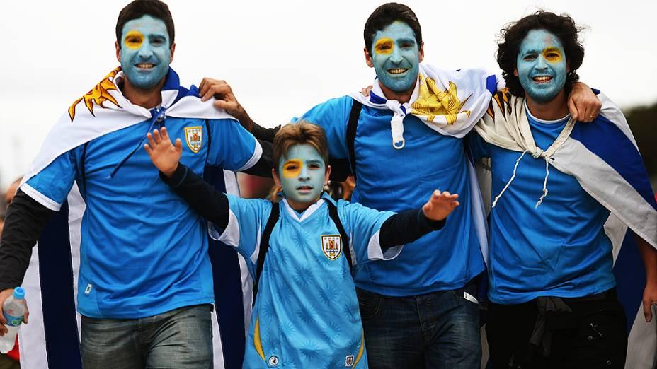 Torcedores do Uruguai chegam no Itaquerão para o jogo contra a Inglaterra, em São Paulo