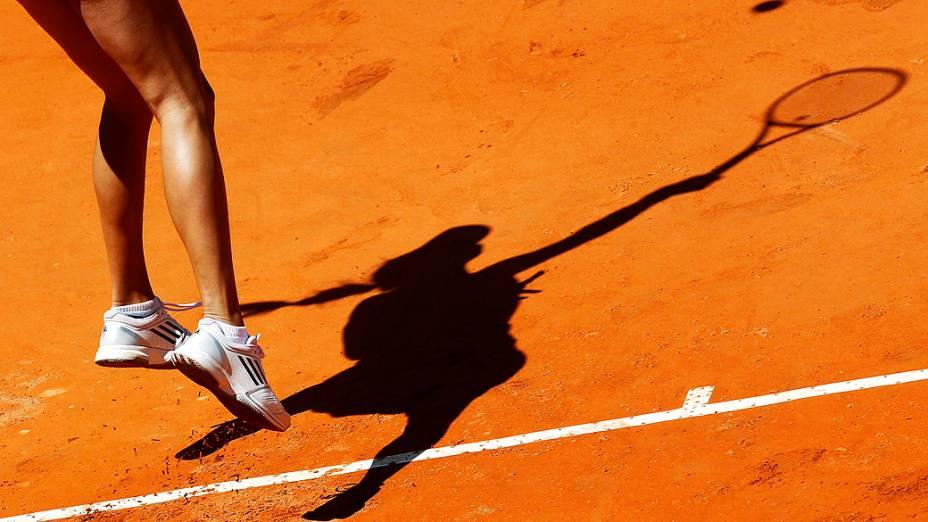 Sombra da tenista Ivanovic da Sérvia durante partida do torneio de tênis Masters de Roma