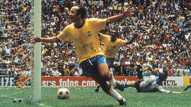 Tostão comemora gol do Brasil na final contra a Itália, no Estádio Azteca, na Copa do Mundo de 1970
