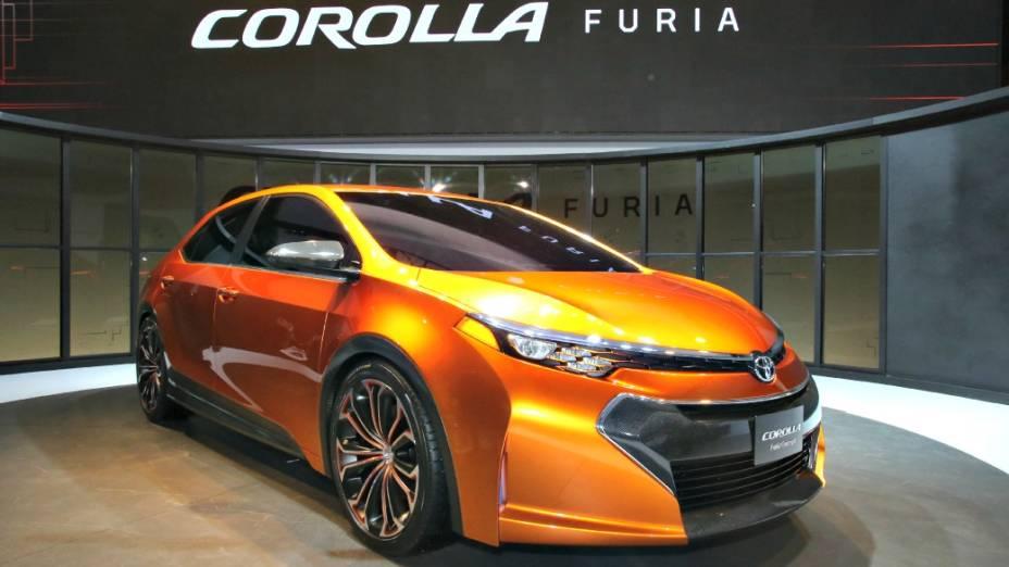 Toyota Furia - Apontado como a próxima geração do veterano sedã Corolla, o Furia exibe visual agressivo, com traços afiados, presentes principalmente nos faróis, lanternas, espelhos retrovisores externos e maçanetas. O Furia, que ainda é um carro-conceito, mede 4,62 metros de comprimento, e 2,70 m, de distância entre-eixos. As rodas, por sua vez, tem aro 19 polegadas, conjunto óptico com leds integrados e componentes feitos de fibra de carbono