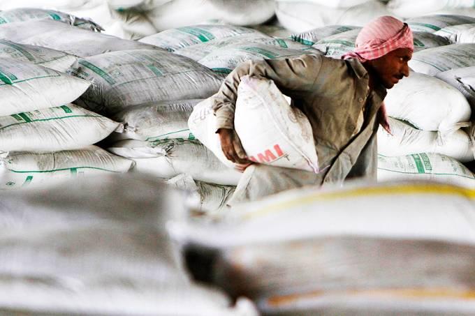 trabalhador-cimento-india-20120601-original.jpeg