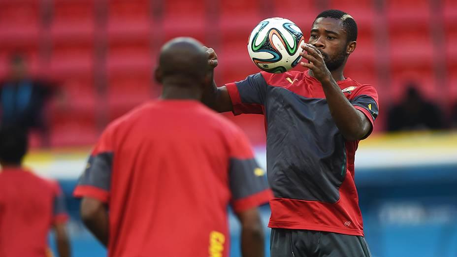 Seleção de Camarões, neste domingo (22), em treinamento no estádio Mané Garrincha, em Brasília