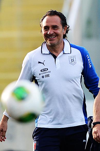 Cesare Prandelli durante treino nesta terça-feira (25), em Fortaleza