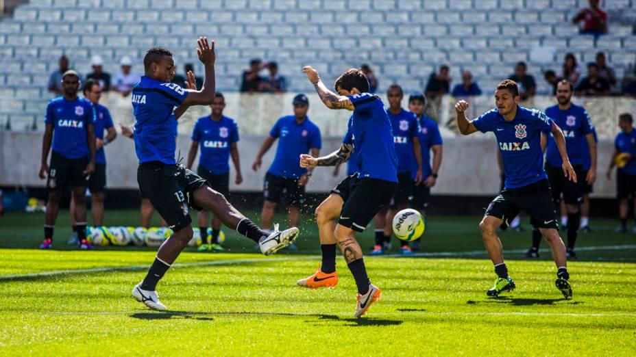 Jogadores durante treino realizado naArena Corinthians