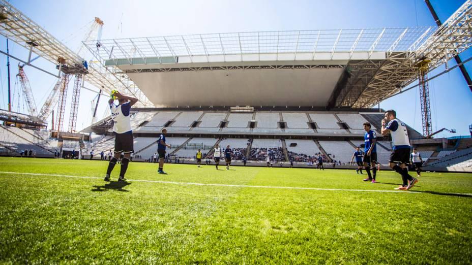 Jogadores durante treino realizado na Arena Corinthians, em São Paulo
