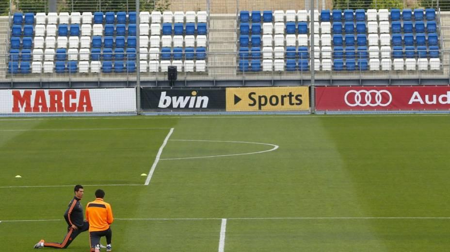 Cristiano Ronaldo treina longe do resto do grupo nesta terça-feira, em Madri