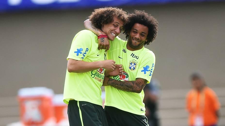 David Luiz e Marcelo durante treino da seleção brasileira, em Goiânia