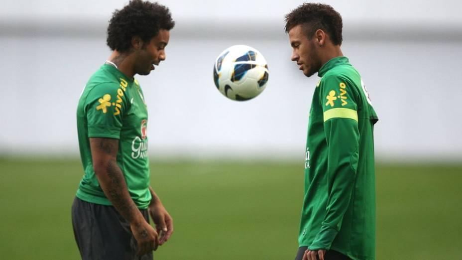 Marcelo e Neymar no treino da seleção brasileira em Seul