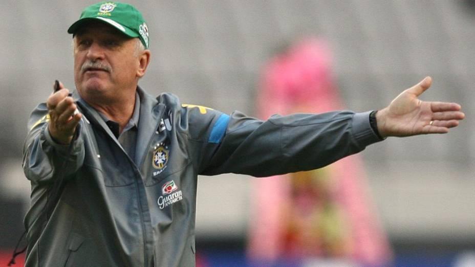 O técnico Luiz Felipe Scolari no treino da seleção brasileira em Seul