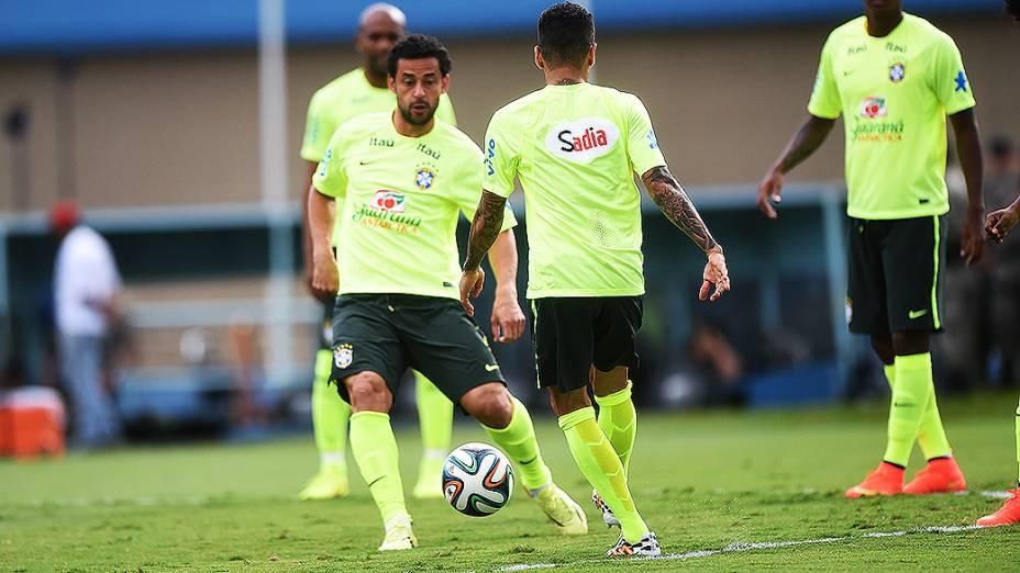 Seleção brasileira durante sessão de treinos antes do jogo contra o Panamá, em Goiânia