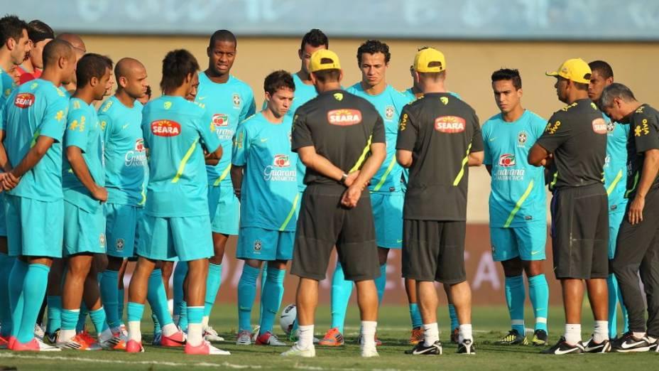 Mano Menezes comanda treino da seleção em Goiânia, antes do Superclássico das Américas