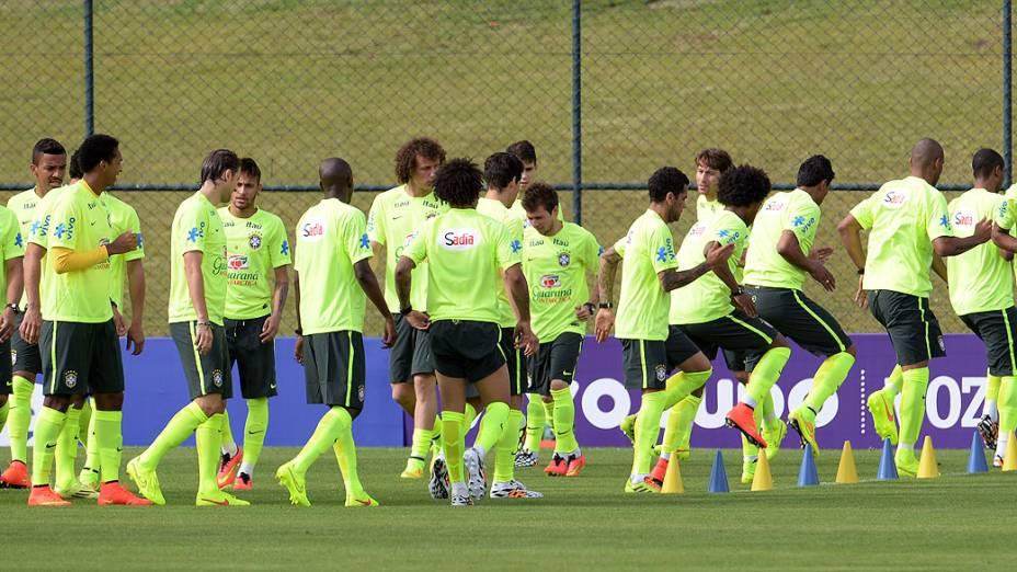 A seleção brasileira faz sua preparação para disputar a Copa do Mundo de 2014, nesta quinta-feira (29), no campo da Granja Comary, em Teresópolis, na Região Serrana do Rio de Janeiro