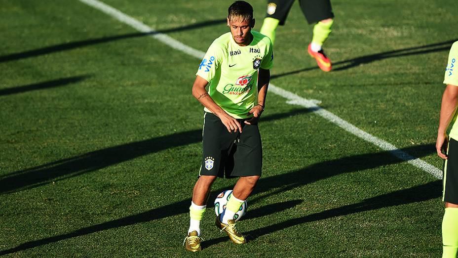 Neymar durante o treino da seleção brasileira antes do jogo contra a Colômbia no Castelão, em Fortaleza