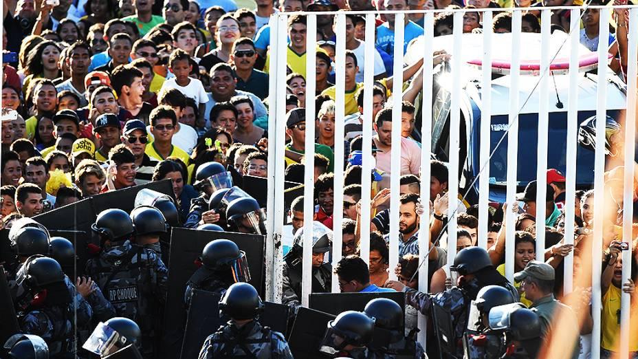Polícia faz a segurança na Arena Castelão durante o treino do Brasil, em Fortaleza