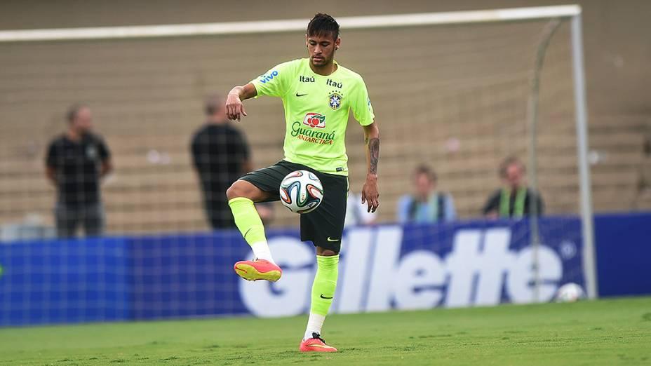 Neymar durante treino da seleção brasileira antes do amistoso contra o Panamá, em Goânia
