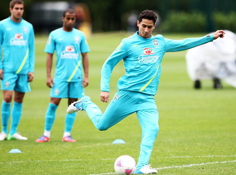 Ganso durante treino da seleção olímpica de futebol no centro de treinamento do Arsenal, em Saint Albans, norte de Londres