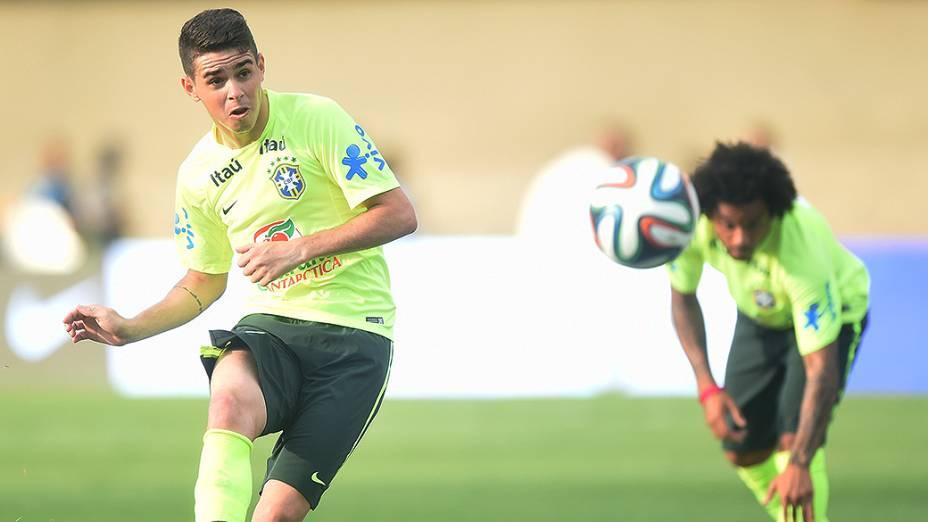 Oscar durante treino da seleção brasileira antes do amistoso contra o Panamá, em Goiânia