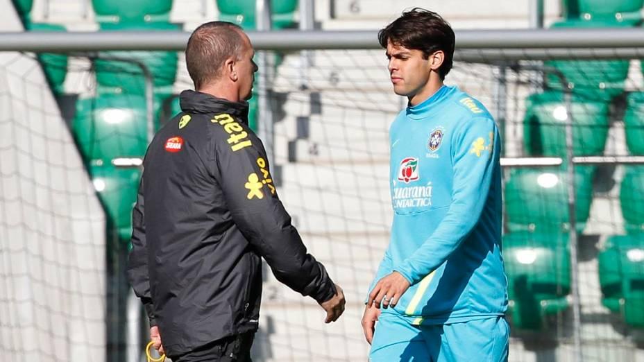 Mano Menezes e Kaká no último treino antes do amistoso da seleção contra o Japão, em Wroclaw, na Polônia