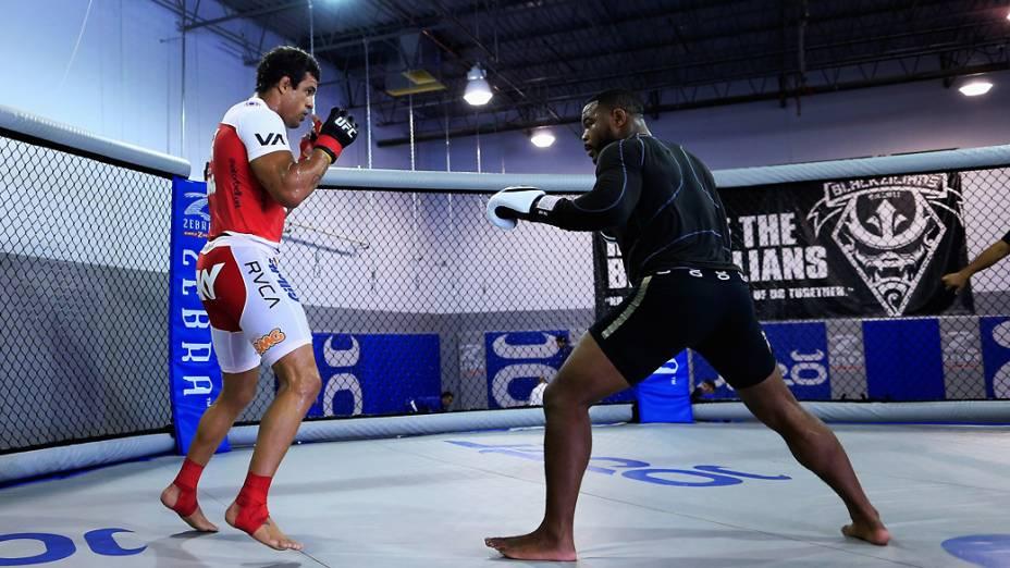 Vitor Belfort treina com Rashad Evans no Jaco Hybrid Training Center em Delray Beach, Flórida