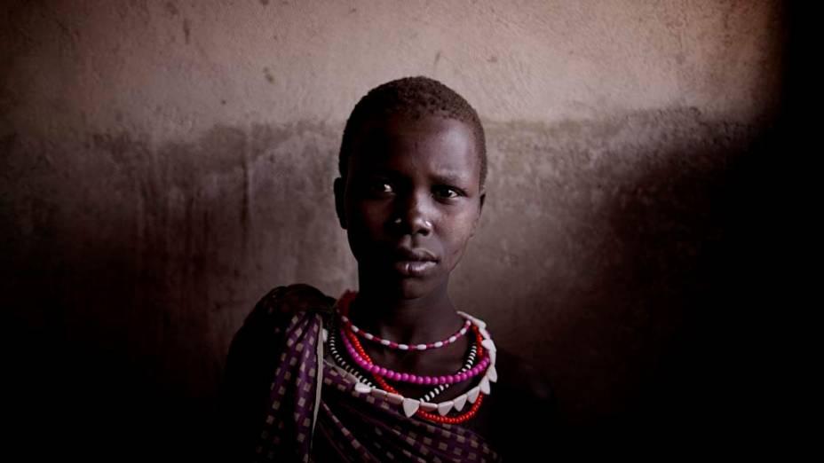 Garota da tribo Taposa na cidade de Kapoeta, Sudão