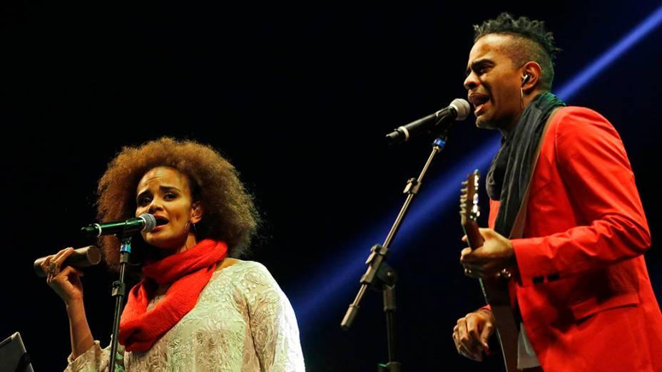 Tribuno ao cantor Jair Rodrigues com a participção de seus filhos Jairzinho e Luciana Mello, no Palco Júlio Prestes