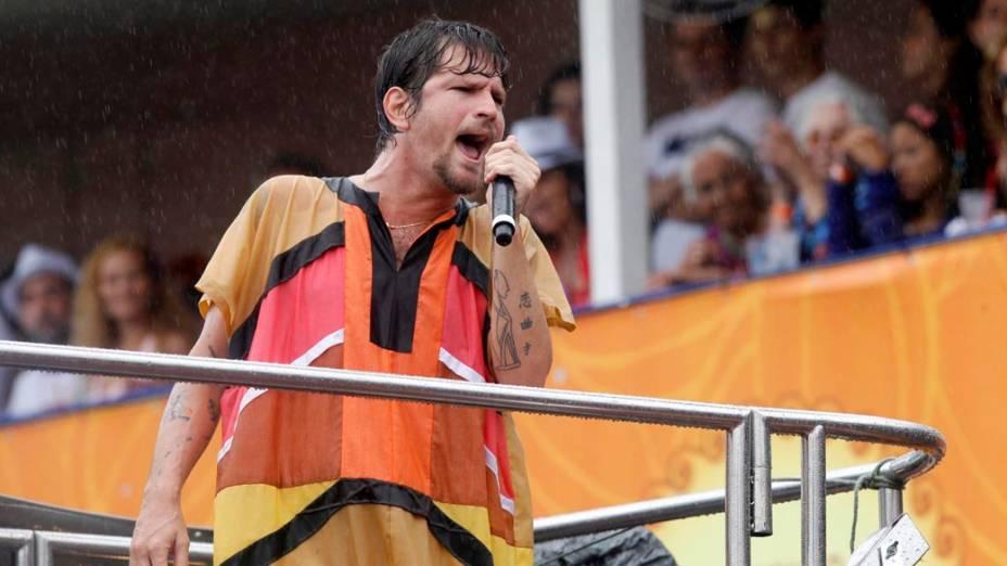 Saulo durante apresentação do trio da Banda Eva em Salvador, em 19/02/2012