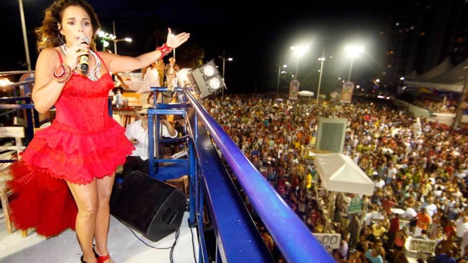 A cantora Daniela Mercury em trio elétrico em Salvador, em 17/02/2012
