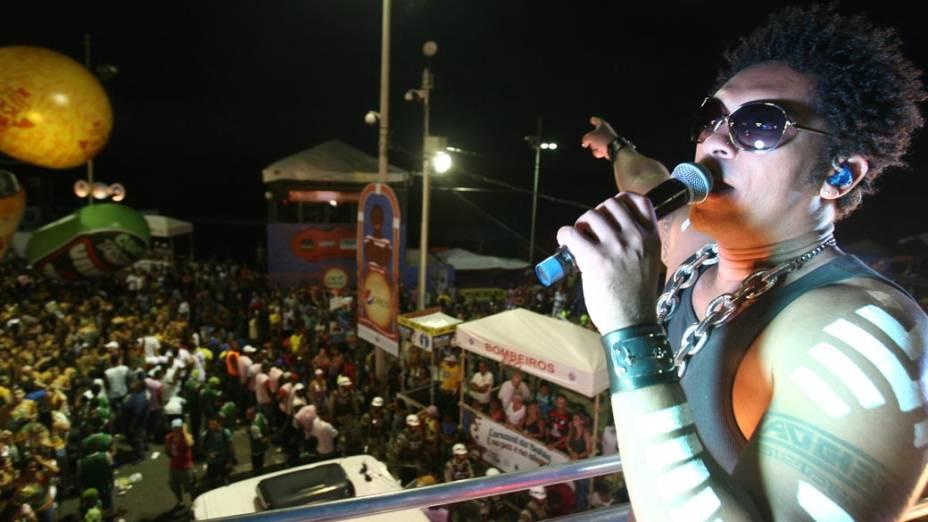 Trio da banda Timbalada em Salvador, em 16/02/2012