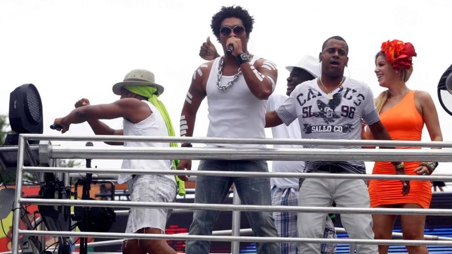 Trio da banda Timbalada em Salvador, em 19/02/2012