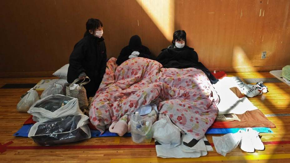 Abrigo em um ginásio da cidade de Otsuchi, Japão