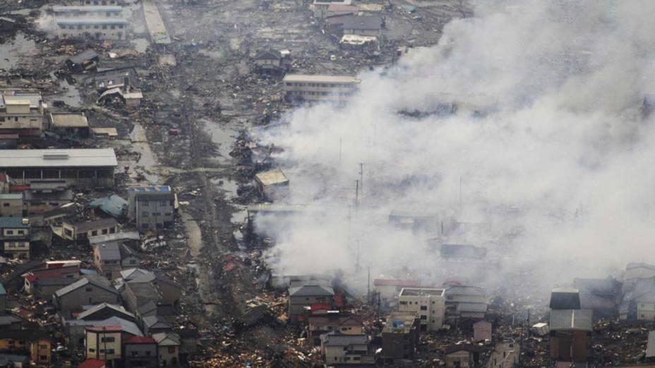 Devastação em Kesennuma, após o tsunami e terremoto que atingiram o norte do Japão