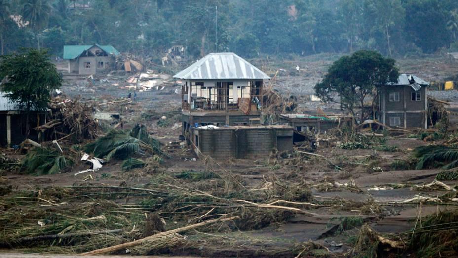 Visão geral da vila de Cagayn de Oro, nas Filipinas, atingida pelo tufão - 18/12/2011