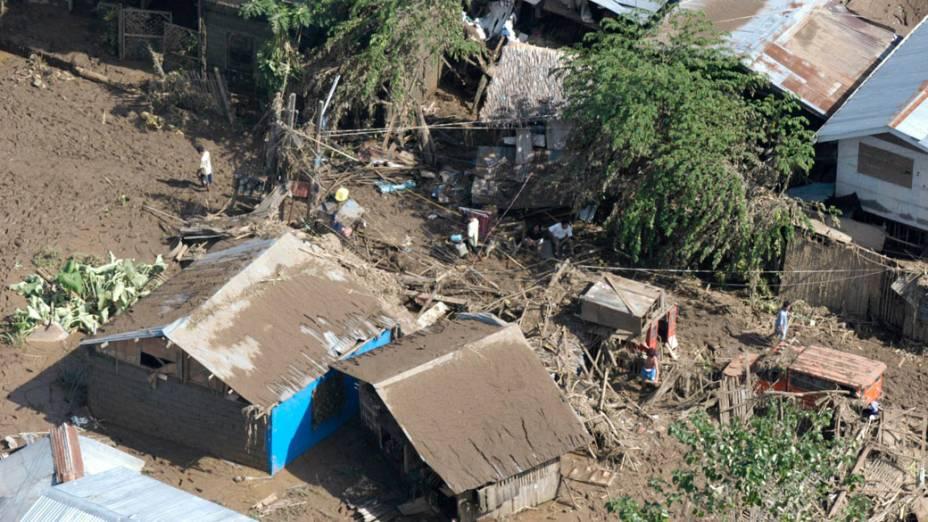 Vista aérea da vila de Cagayan de Oro, atiginda por tufão, nas Filipinas - 18/12/2011