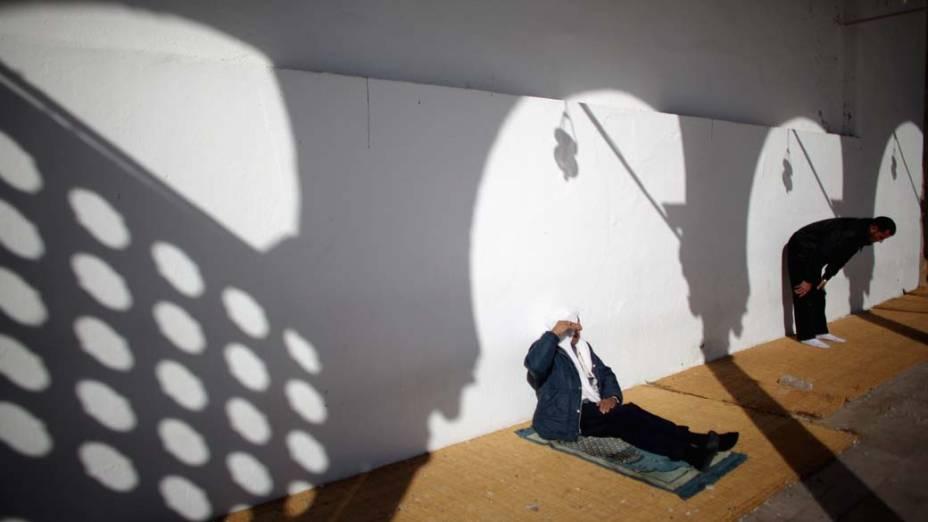 Religiosos na Mesquita Grande Zitouna em Tunis, Tunisia