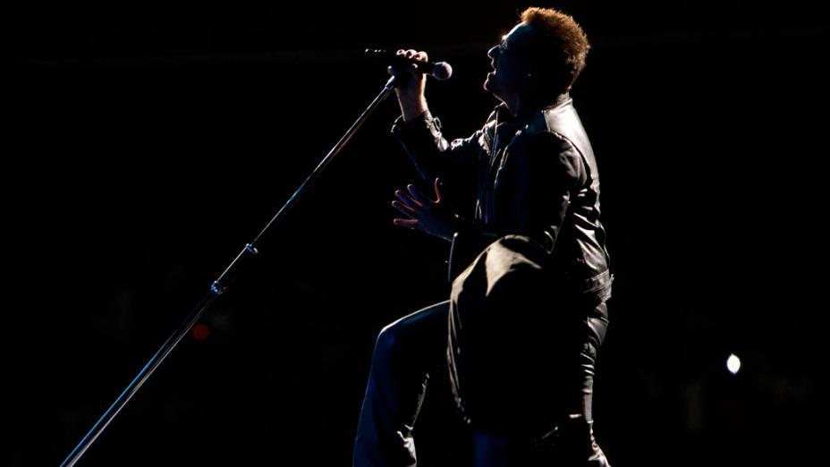 Bono Vox, vocalista da banda irlandesa U2, durante show da turnê mundial 360º no Morumbi, em São Paulo