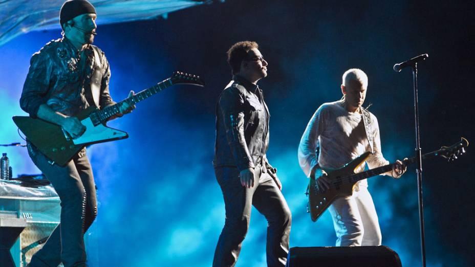 Banda irlandesa U2, durante show da turnê mundial 360º no Morumbi, em São Paulo