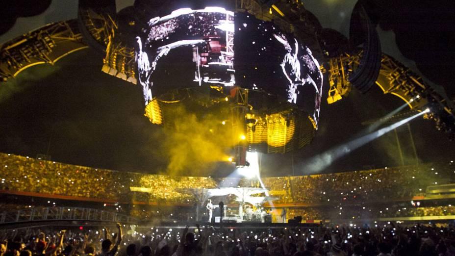 Visão geral do palco da banda U2, durante show da turnê mundial 360º no Morumbi, em São Paulo