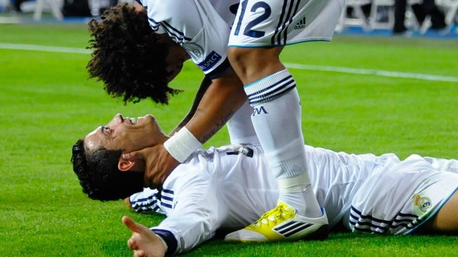 Cristiano Ronaldo comemora, com o brasileiro Marcelo, o gol da vitória do Real Madrid sobre o Manchester City na primeira rodada da Liga dos Campeões da UEFA