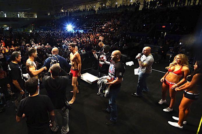 Pesagem do UFC 152, em Toronto