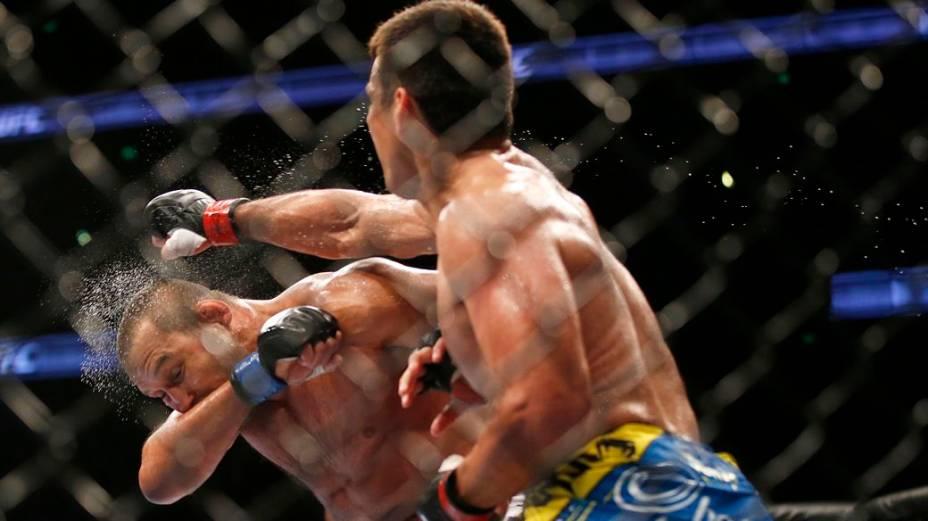 Lyoto Machida derrota Dan Henderson no UFC 157