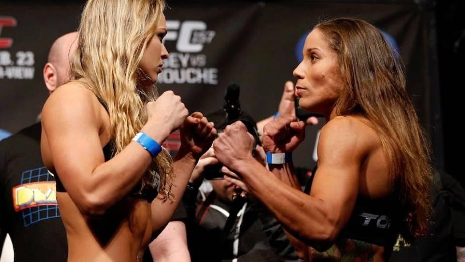 Ronda Rousey e Liz Carmouche na pesagem para o UFC 157