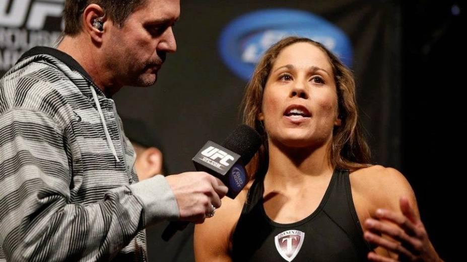 Liz Carmouche na pesagem para o UFC 157