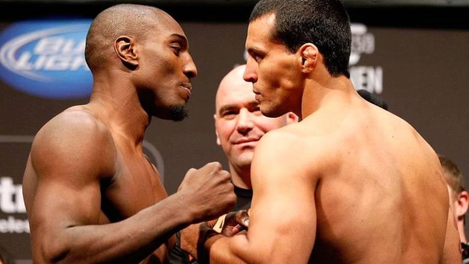 Phil Davis e o brasileiro Vinny Magalhães na pesagem do UFC 159, Jon Jones x Chael Sonnen