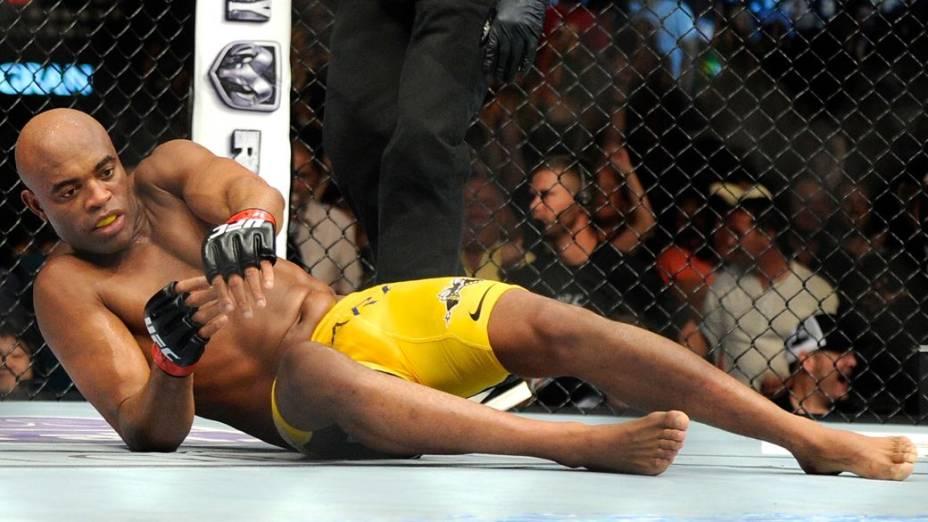 Anderson Silva é nocauteado por Chris Weidman no UFC 162, em Las Vegas, EUA